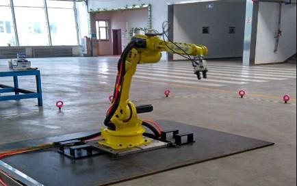 工业机器人的研发与应用