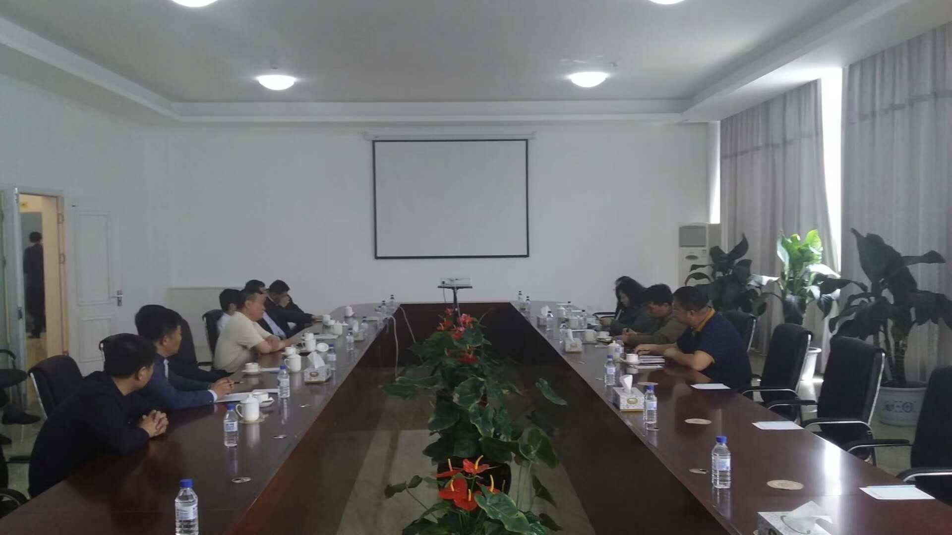5月15日新华社领导到双阳厂区考察并与董事长及区领导进行座谈。