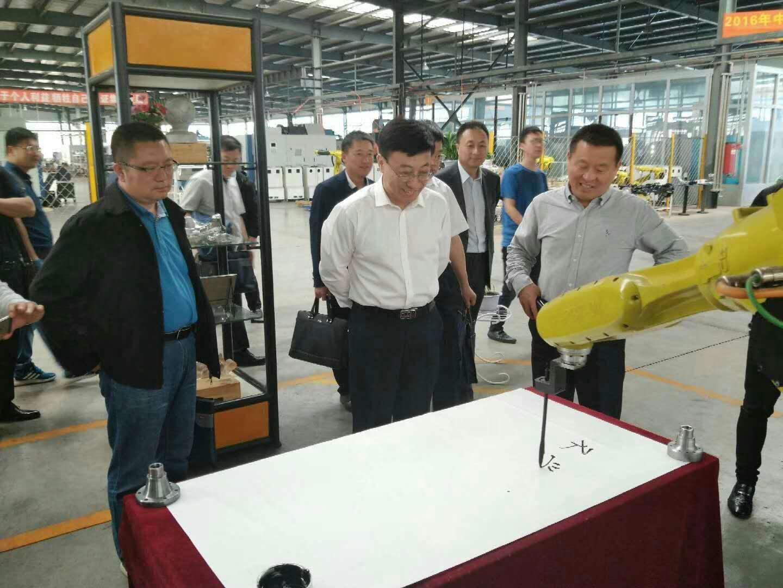 5月30日长春汽车零部件检测认证联盟第一次理事会预备会议在双阳厂区召开。董事长做为理事长主持会议。