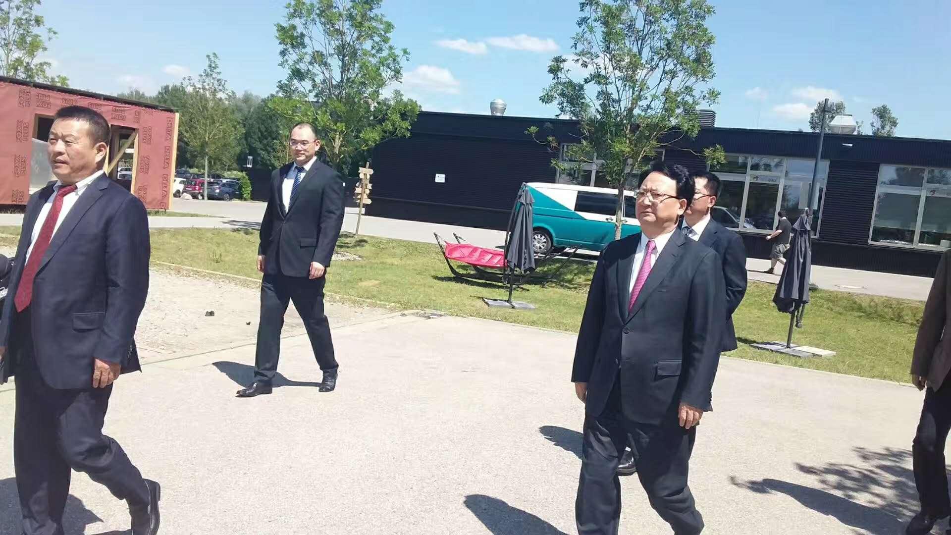 6月20日 省委副书记省长景俊海带领省工信厅、省商务厅主要领导到集团公司欧洲研发中心调研并召开中德产业园项目推进会。