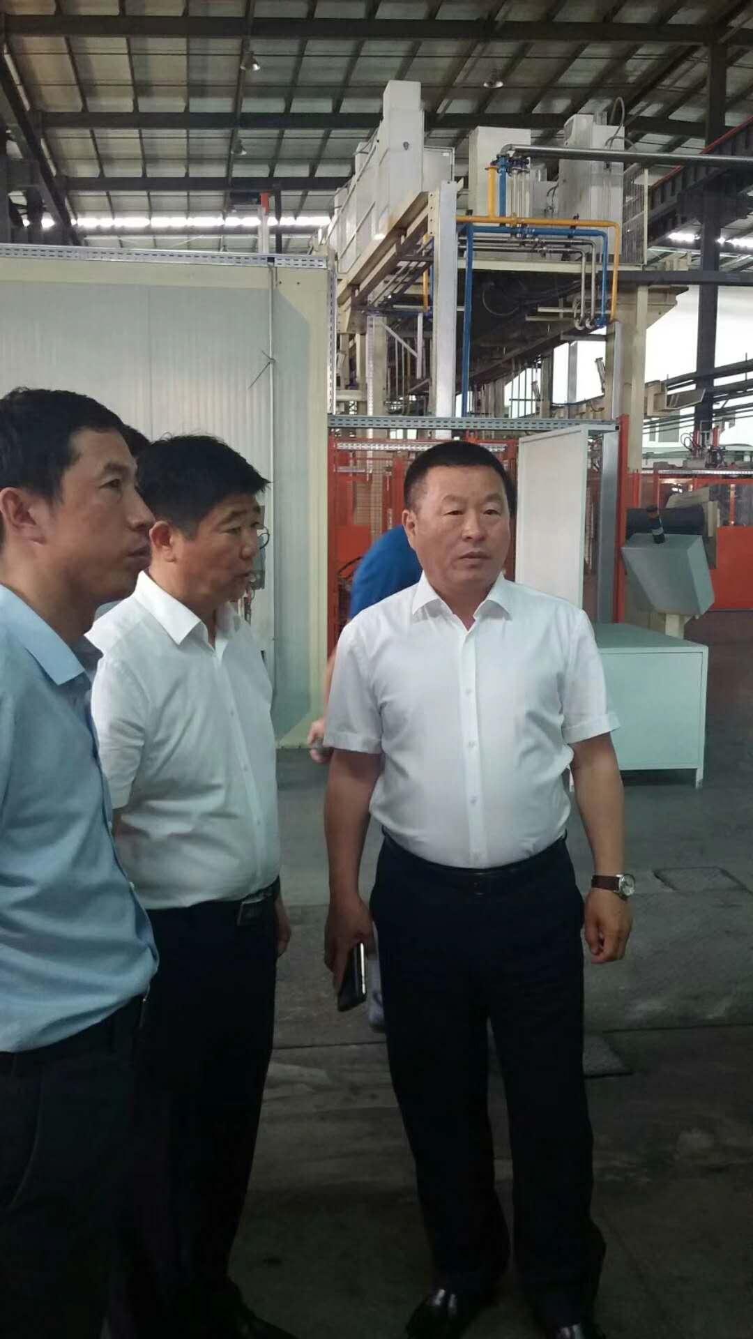 7月5日 天津商贸代表团到双阳厂区考察,董事长陪同考察并介绍企业情况